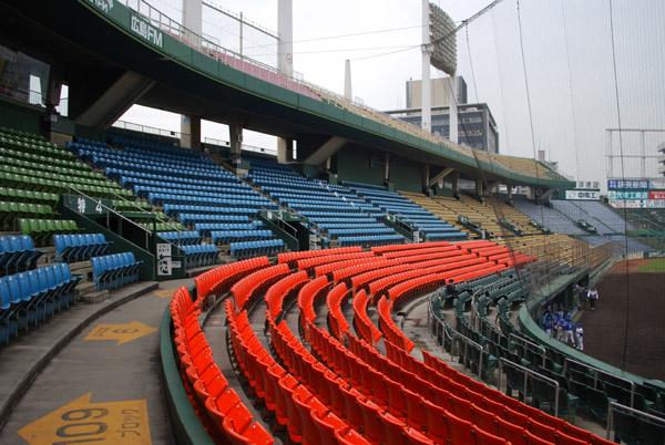 市民球場の三塁側