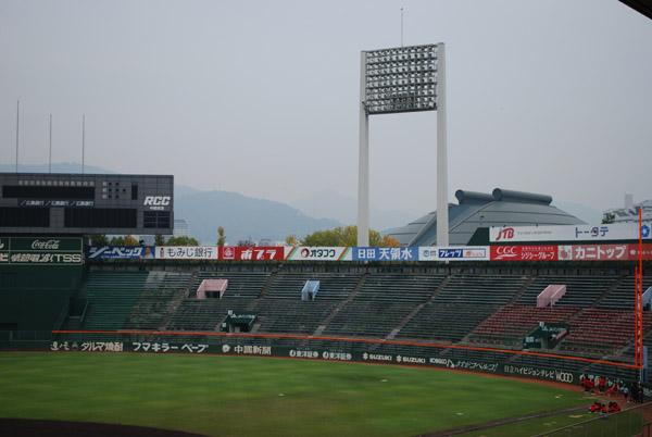市民球場の外野席