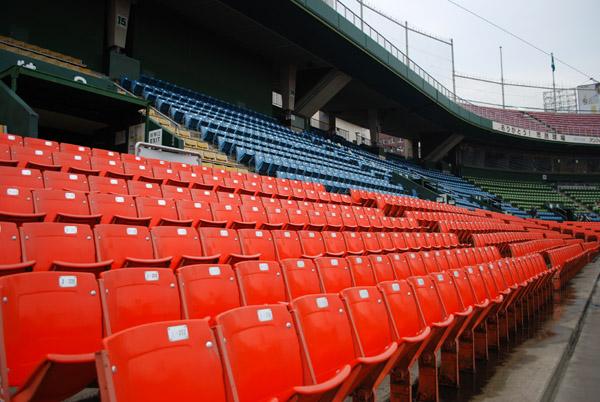 市民球場の内野席