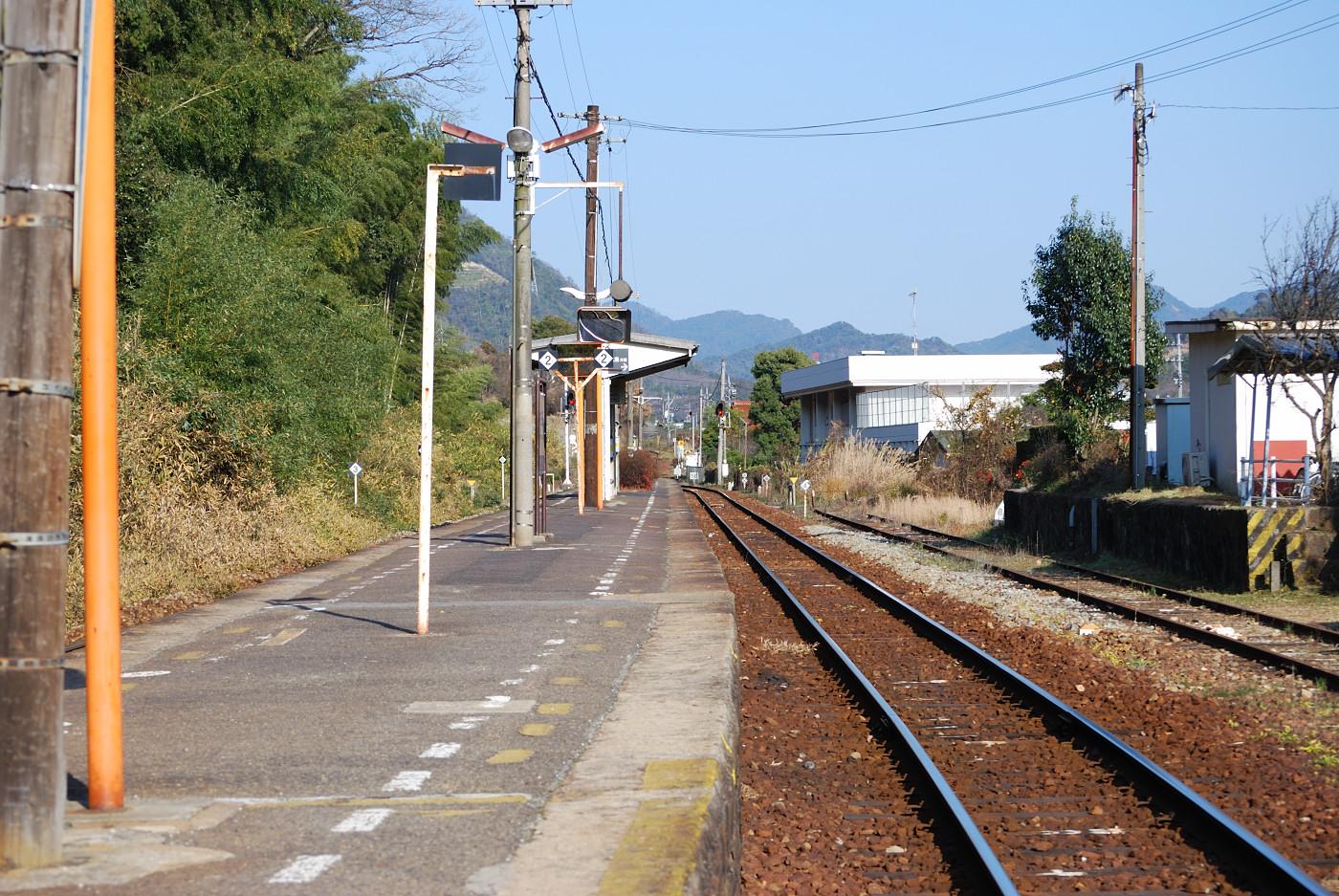 中三田駅をホームの方から撮ってみた