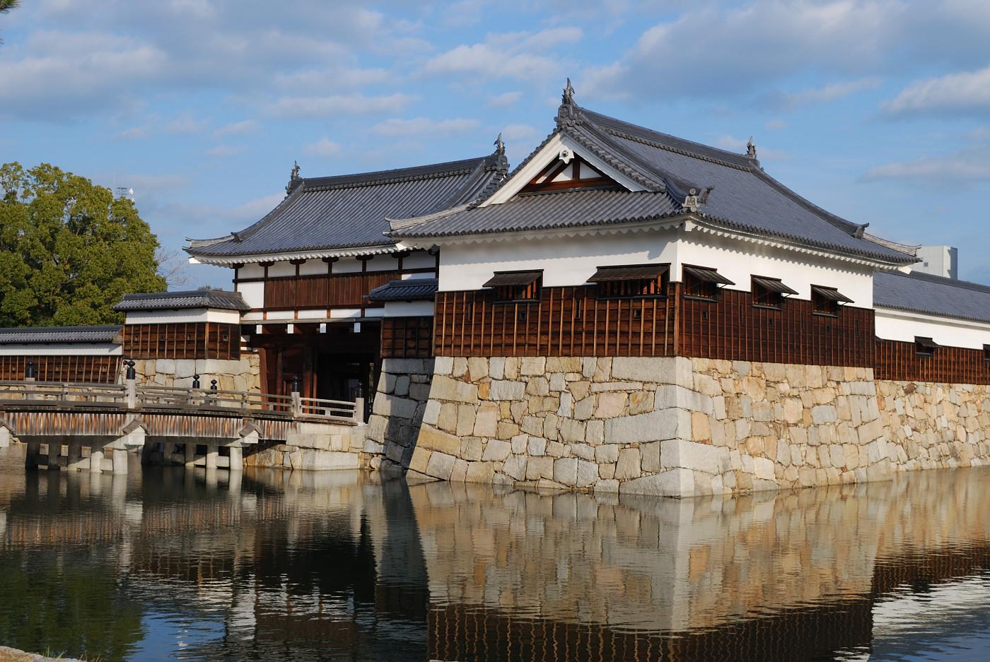広島城の堀と入り口