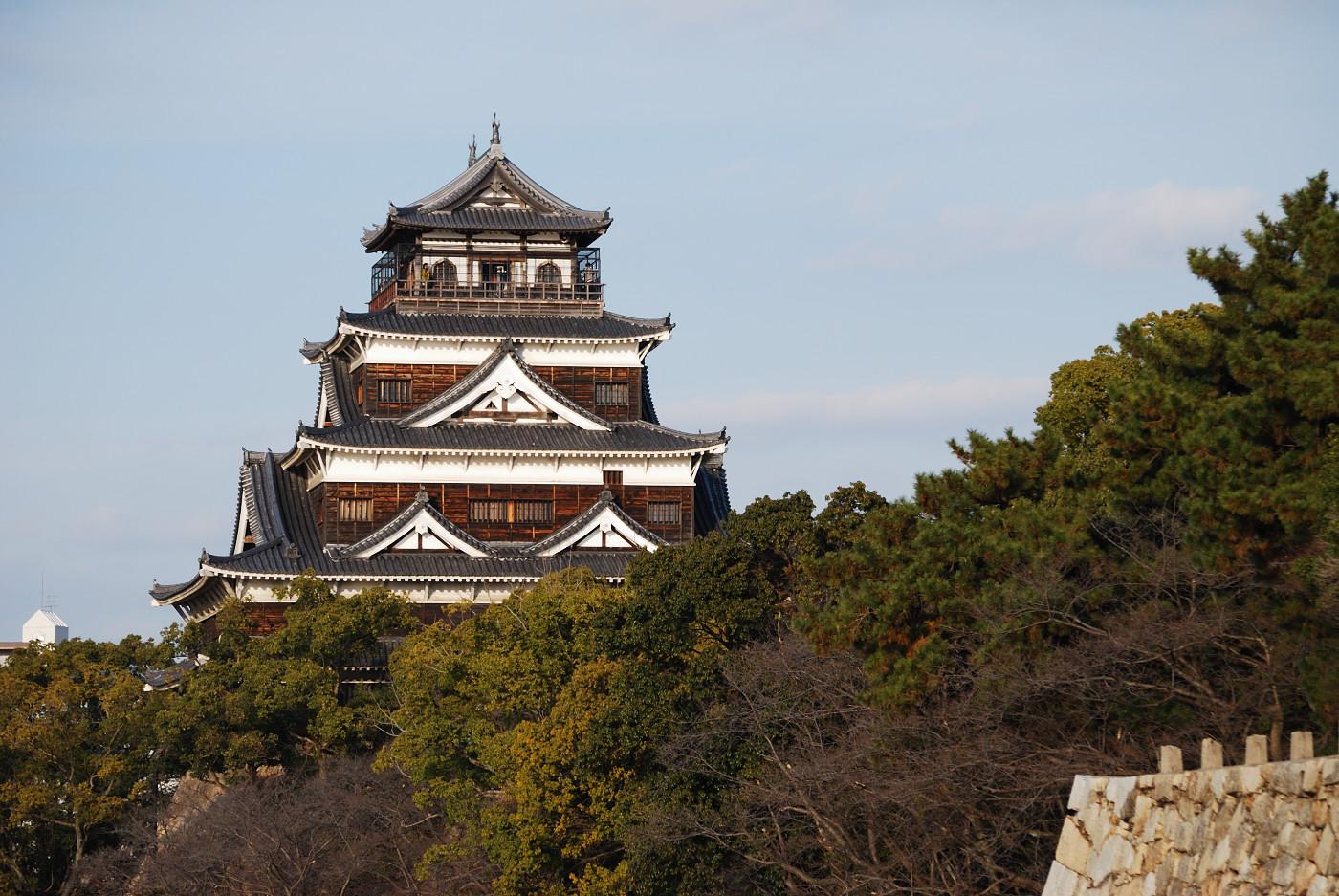 望遠で広島城の天守閣