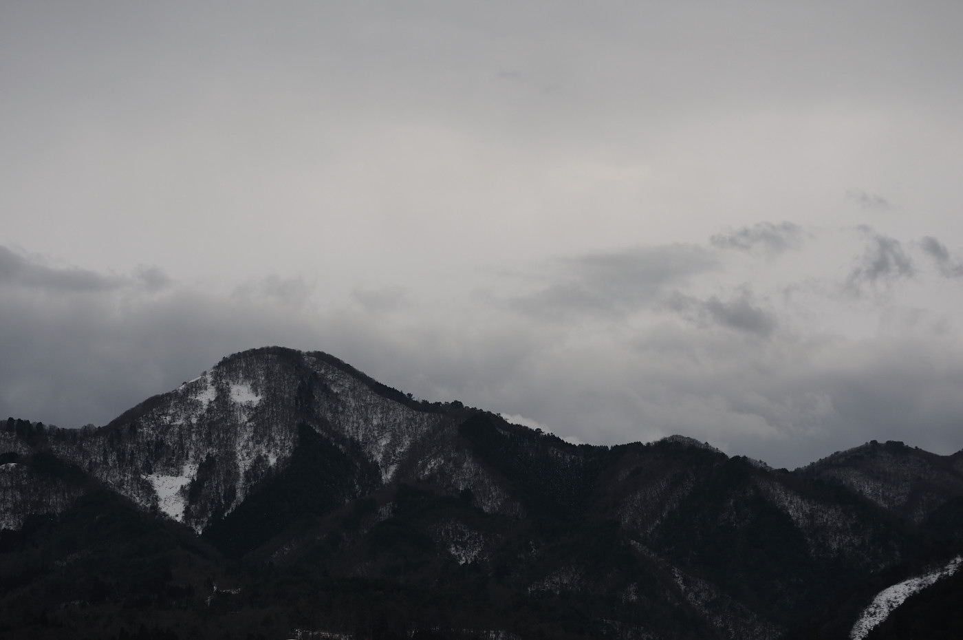 もっと雪がたくさんあったら良い感じの山だったかもです