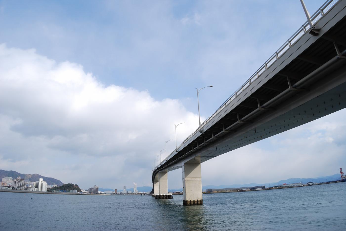 広島はつかいち大橋を広角でうにょ~んと