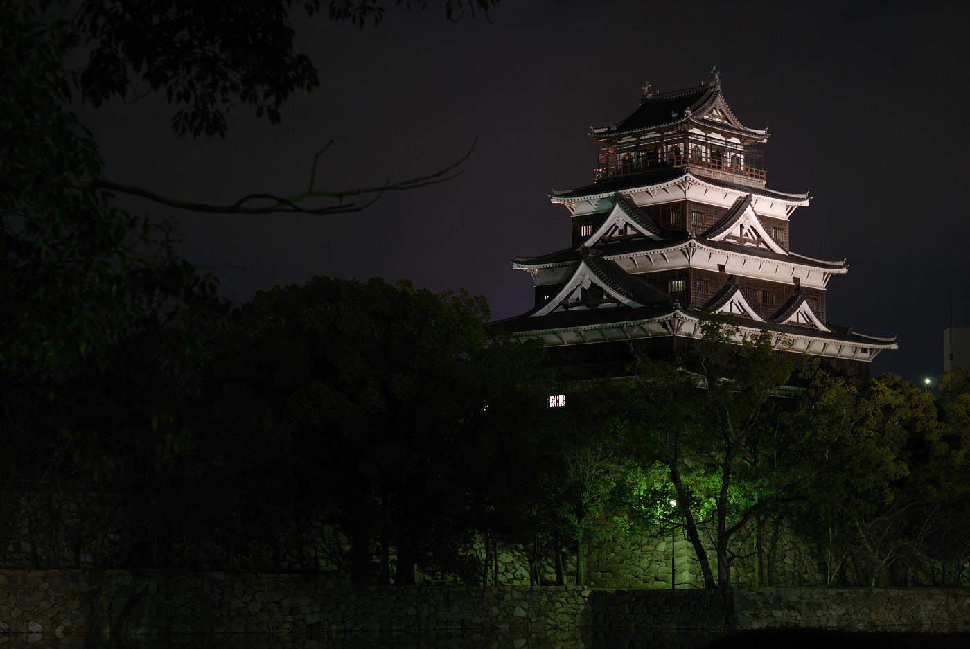 ライトアップされた広島城その1