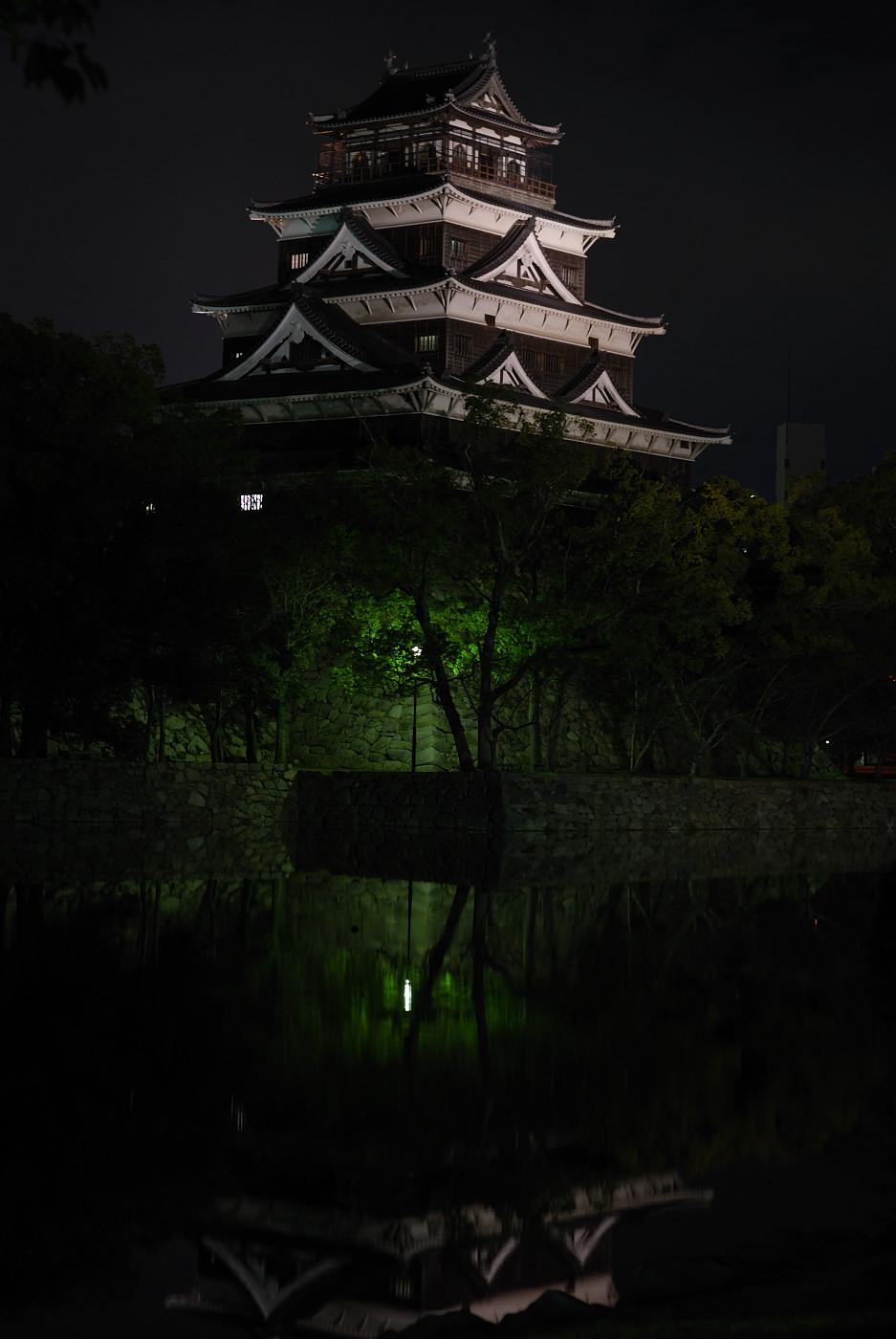 ライトアップされた広島城その2