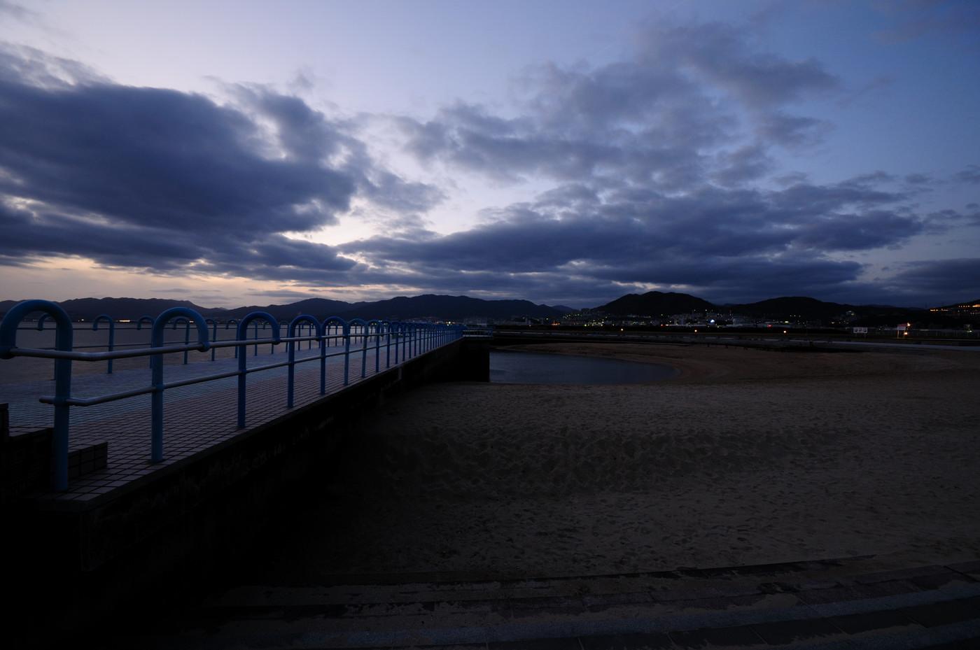 砂浜と夕景