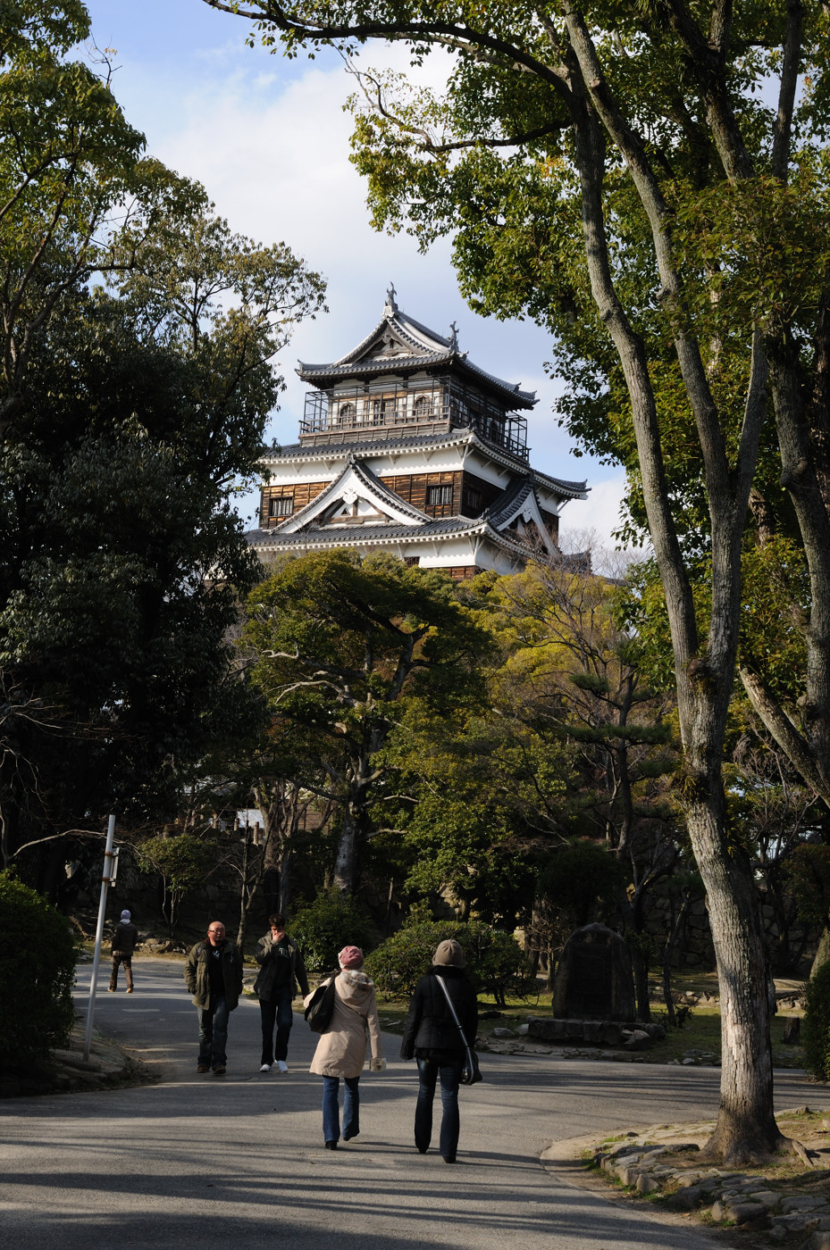 広島城と観光者
