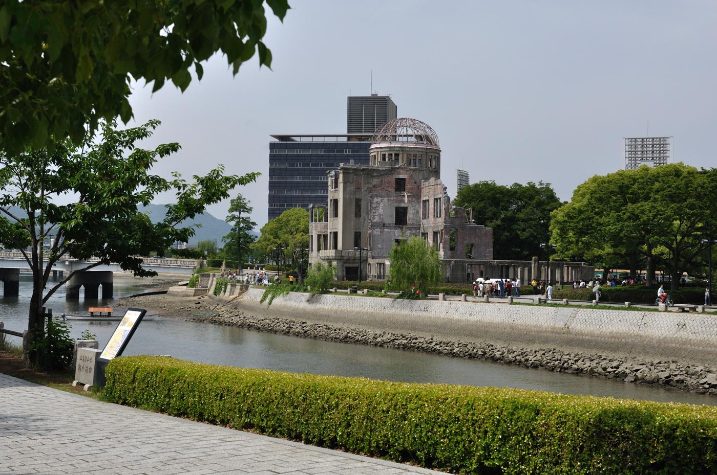 平和公園側から原爆ドーム