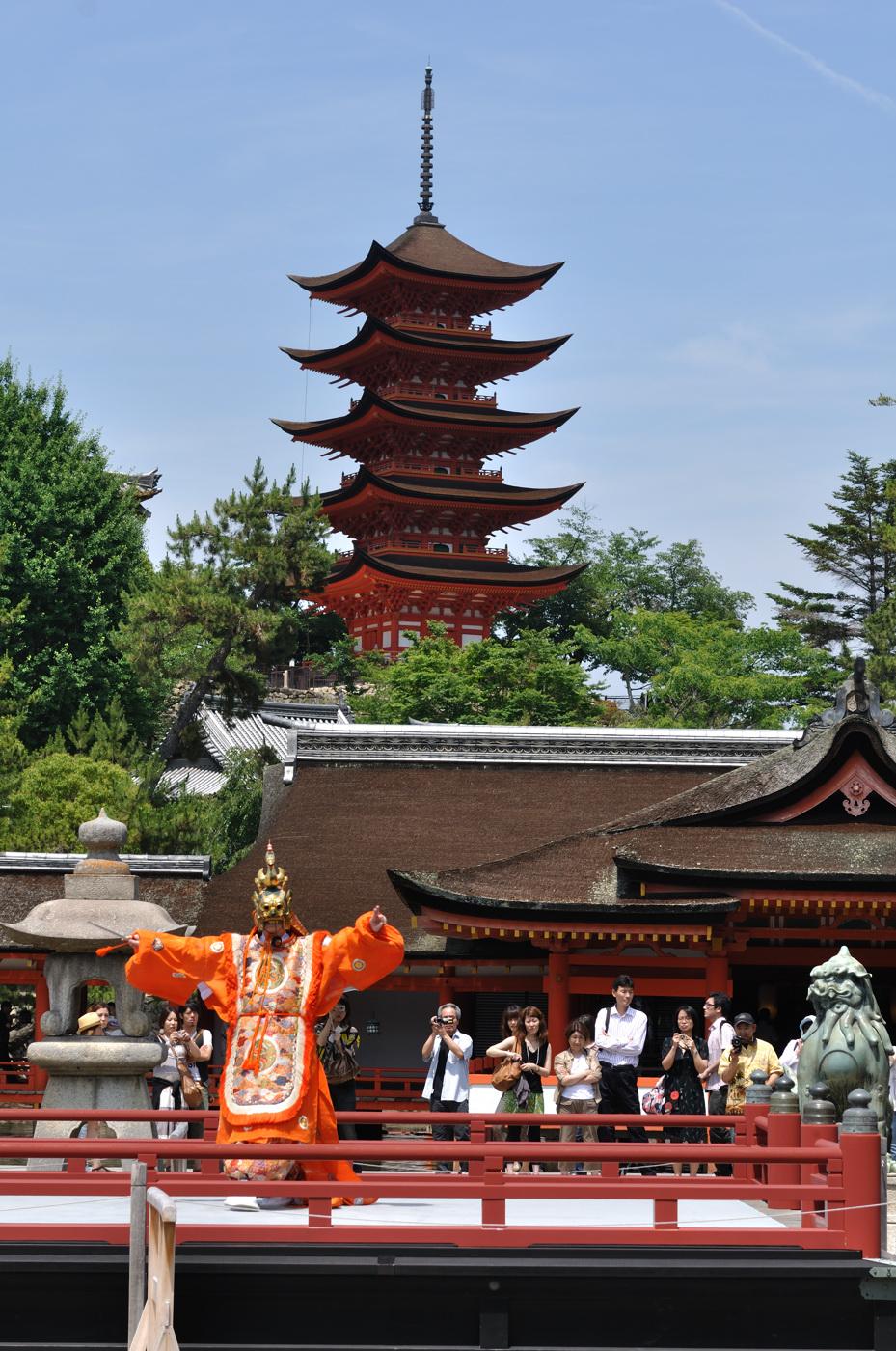 厳島神社で舞の様子~その1