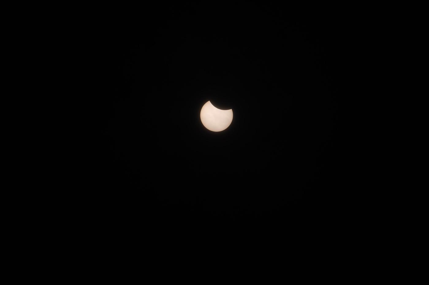 この時間はまだ日食がキレイに撮れていました