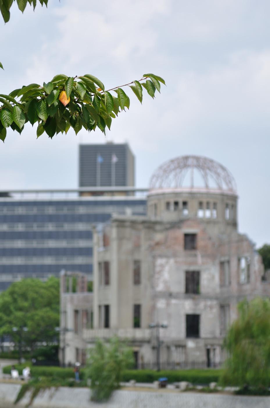 原爆ドームとボケ