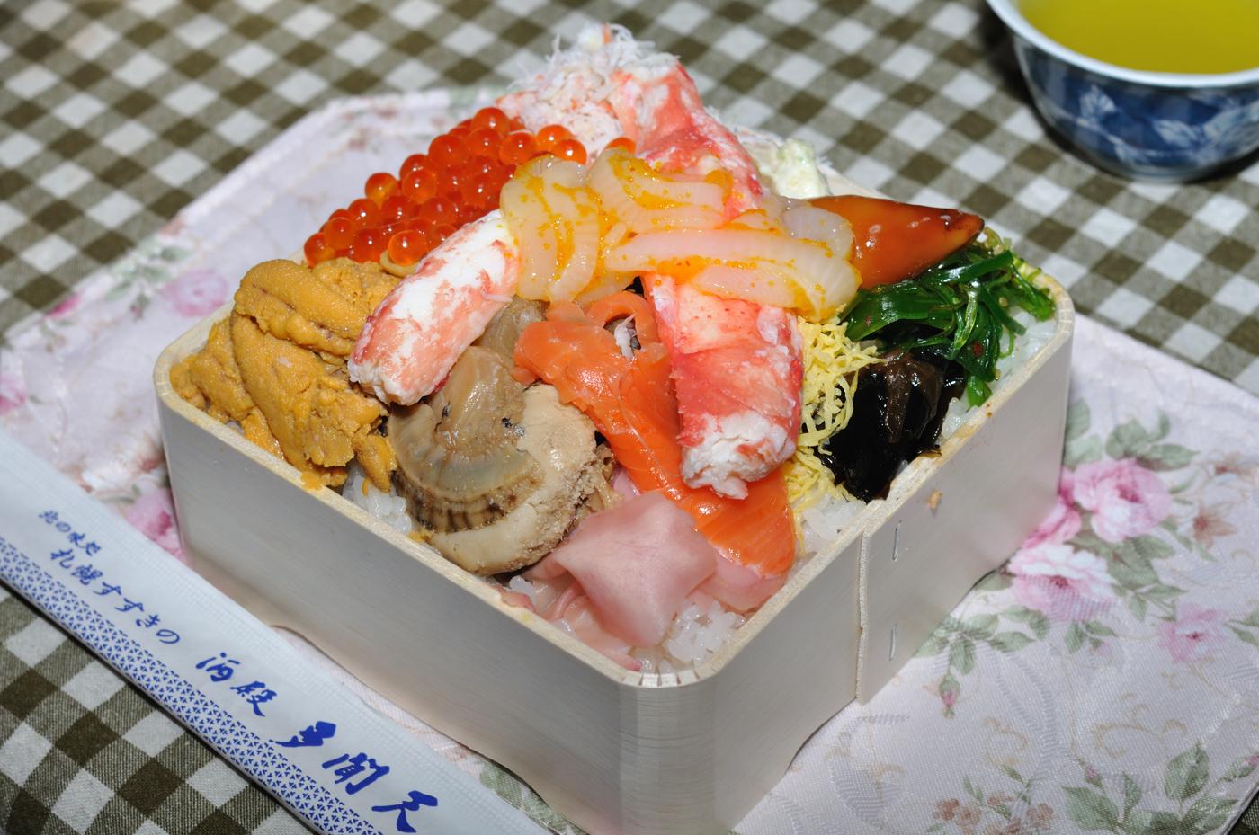 なかなかのボリューム海鮮弁当