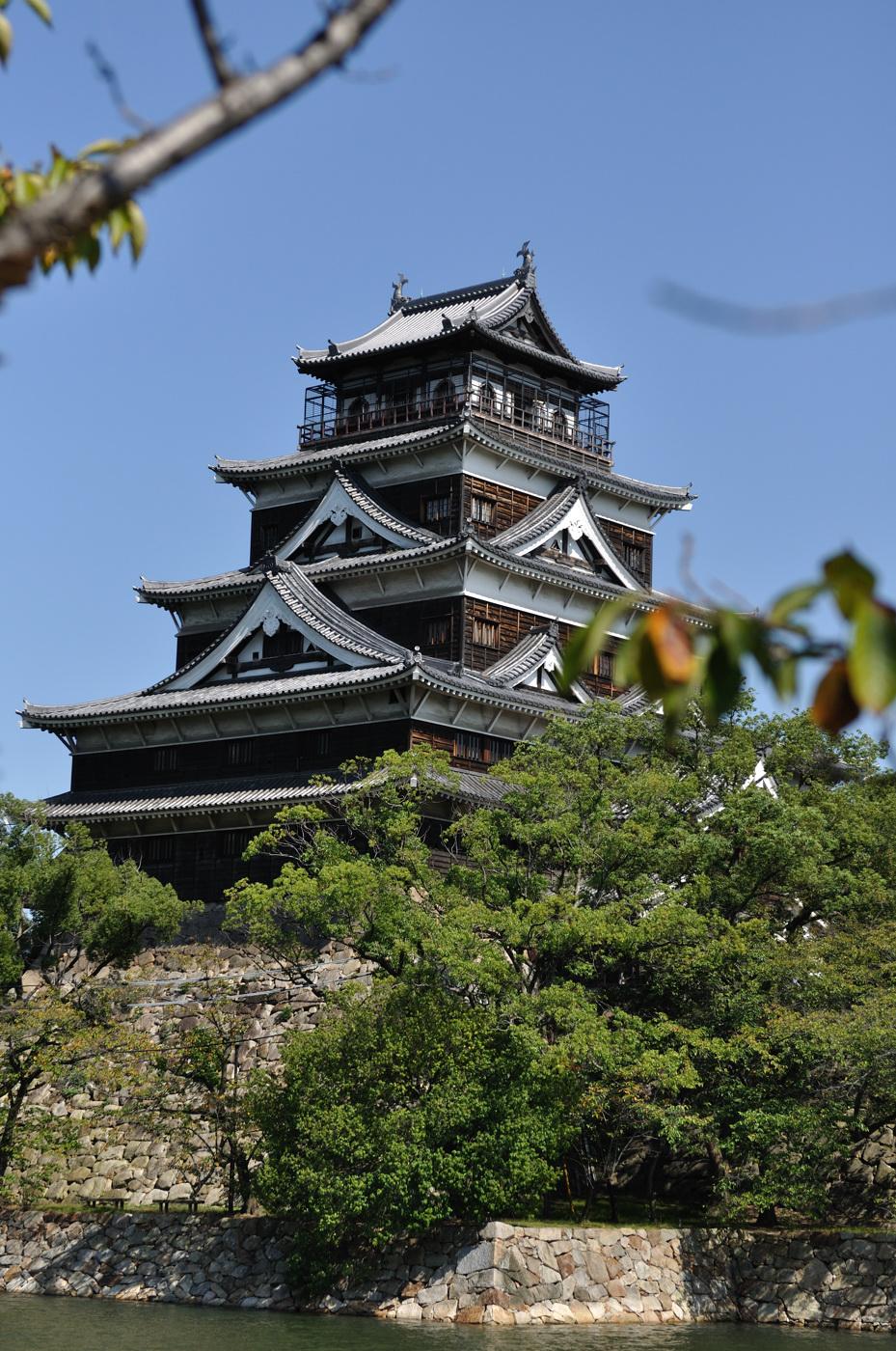 望遠側で広島城