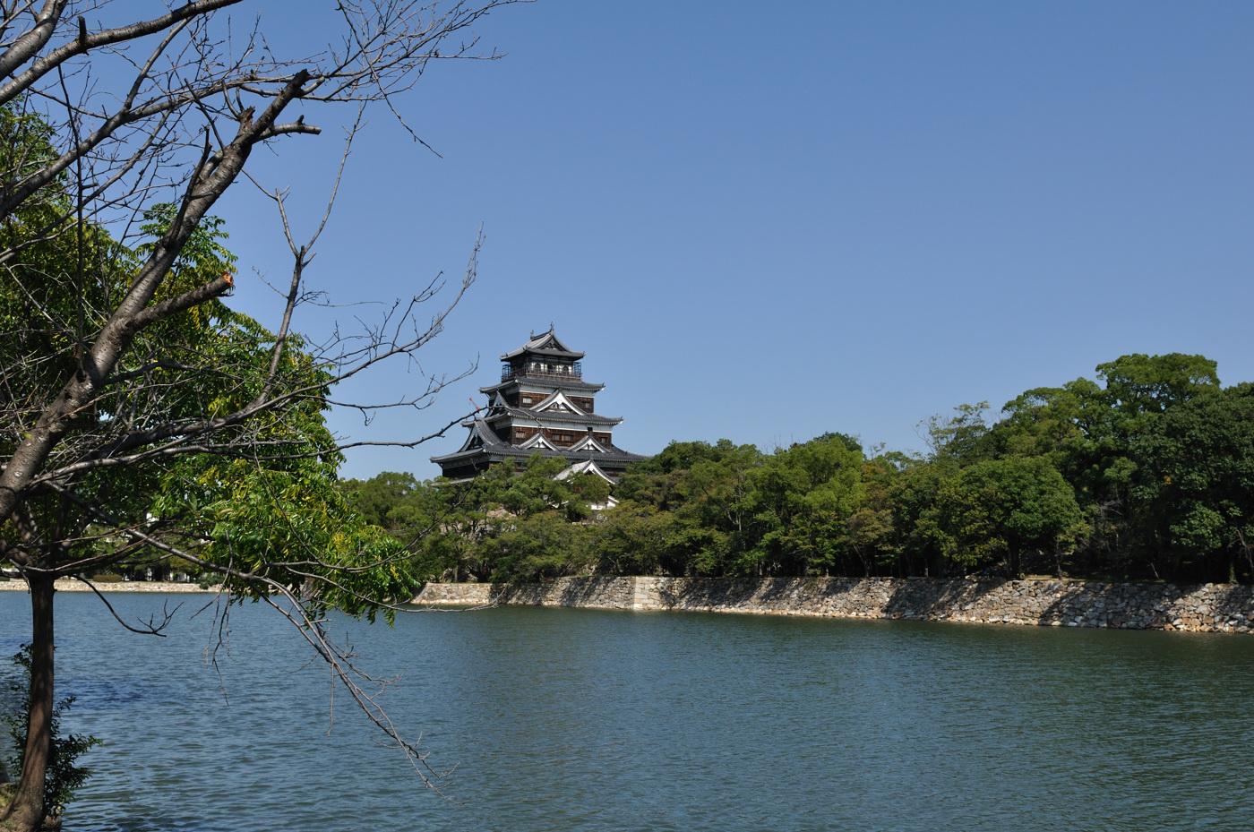 広角側で広島城