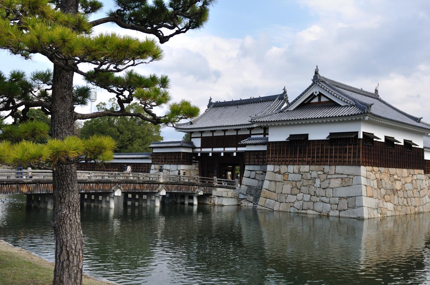 広島城の堀です