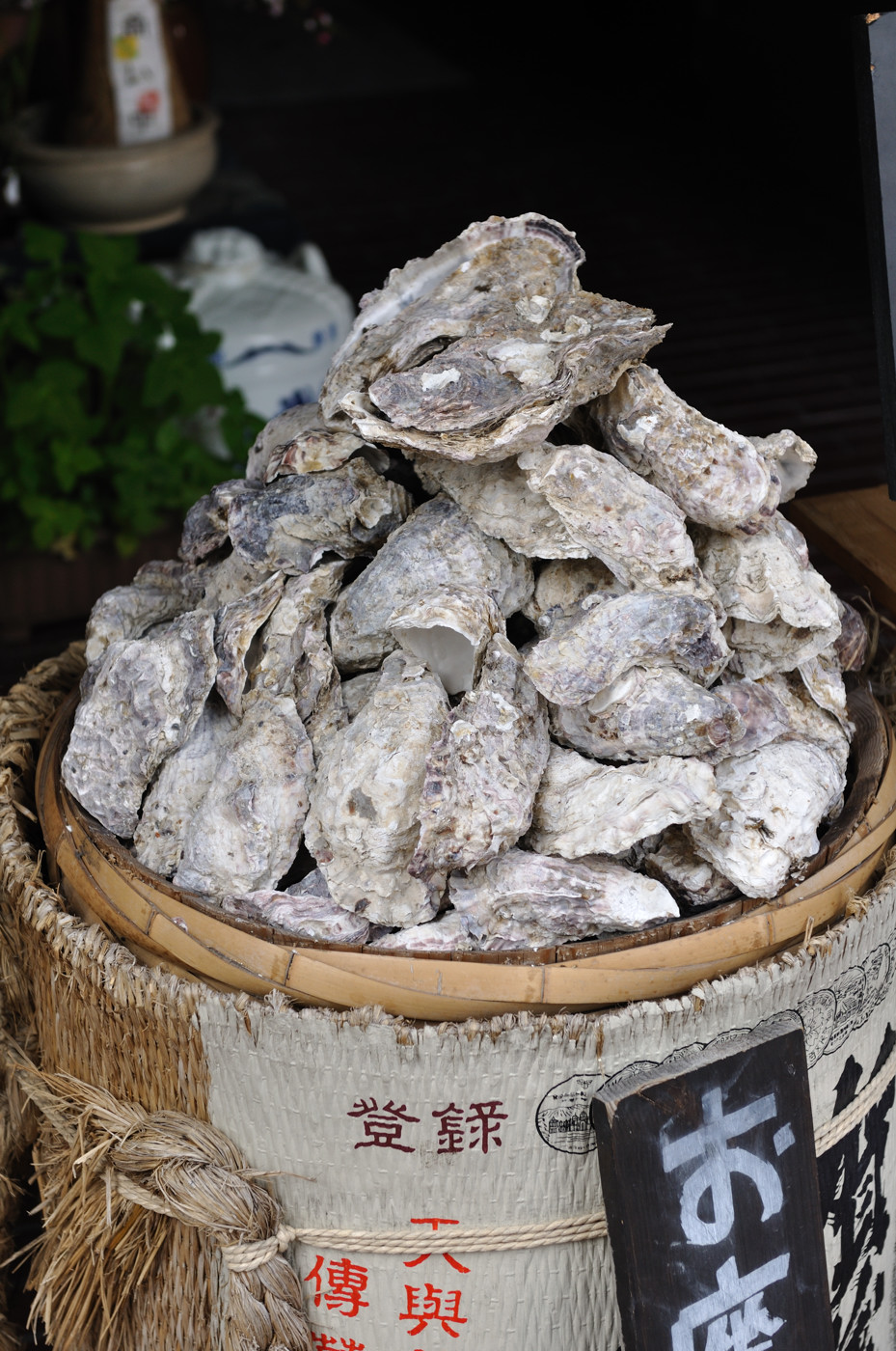 店の前の牡蠣