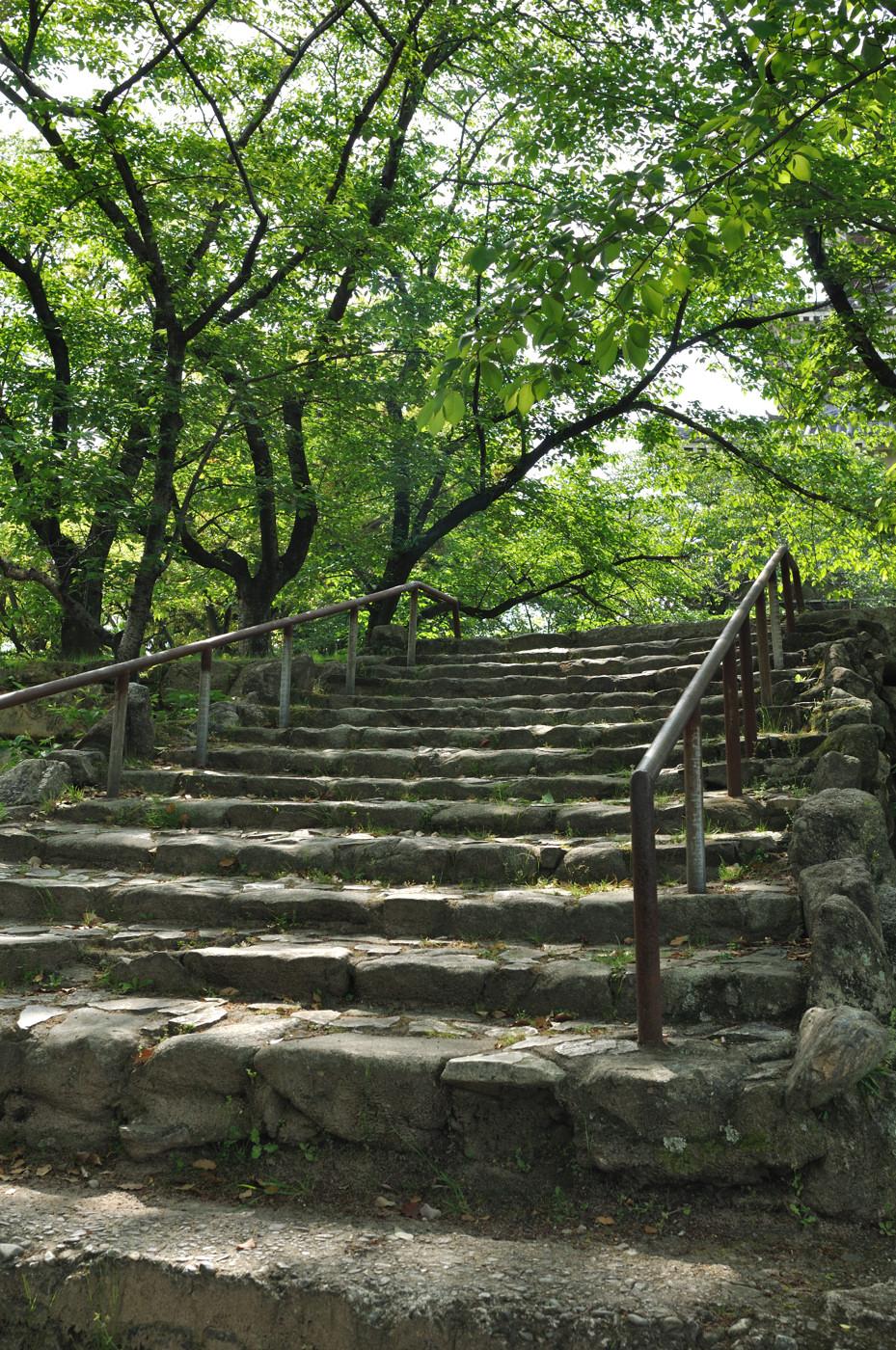 天守閣の東側の階段