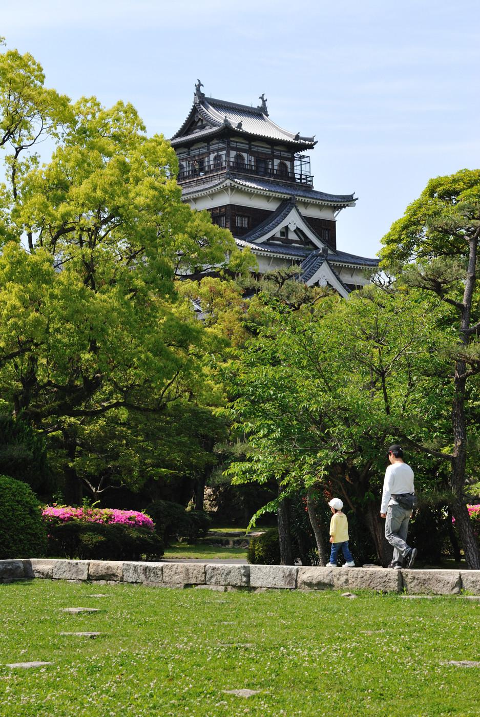広島城と親子