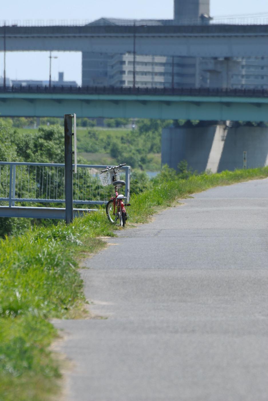 遠くにある自転車