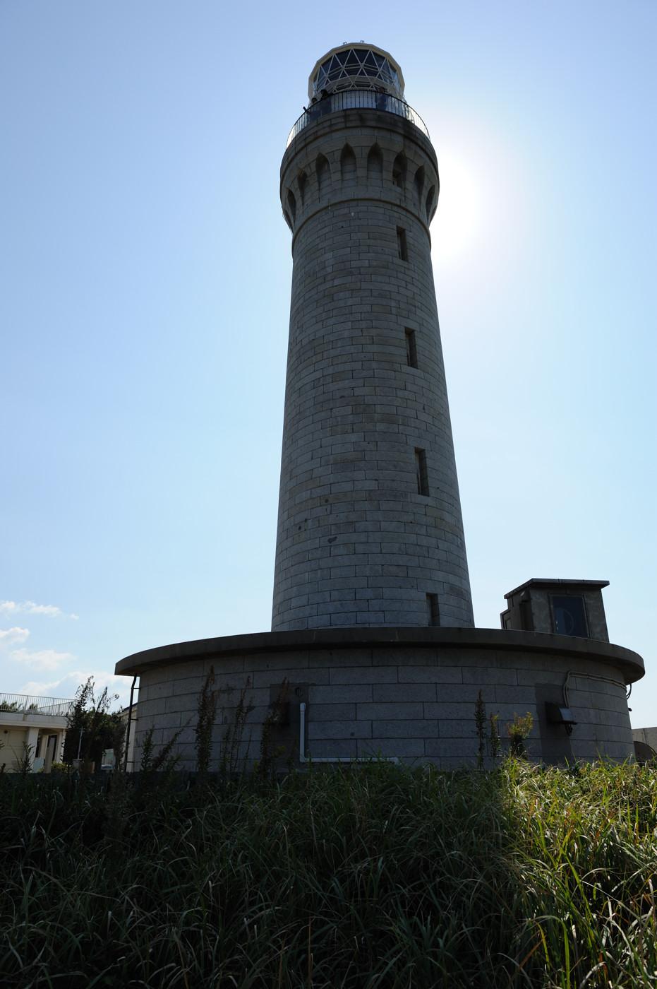 太陽を背後に角島灯台でゲソ