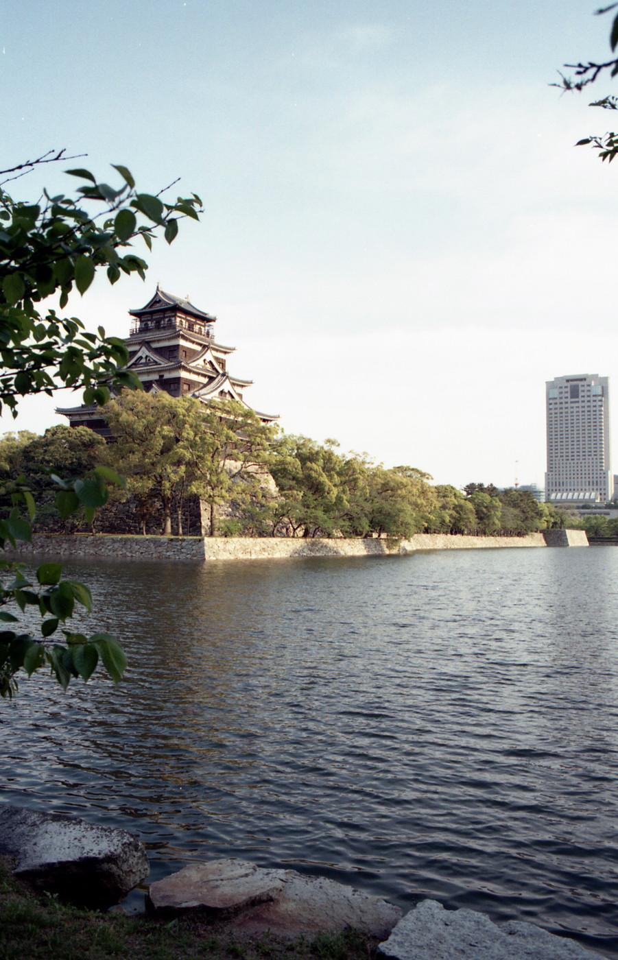 夕日でまぶしい広島城でゲソ
