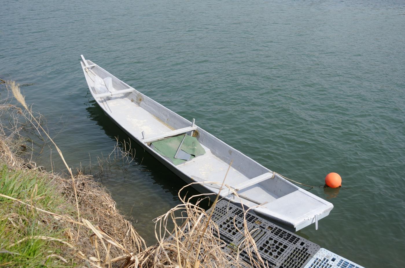 川の小さな船でゲソ